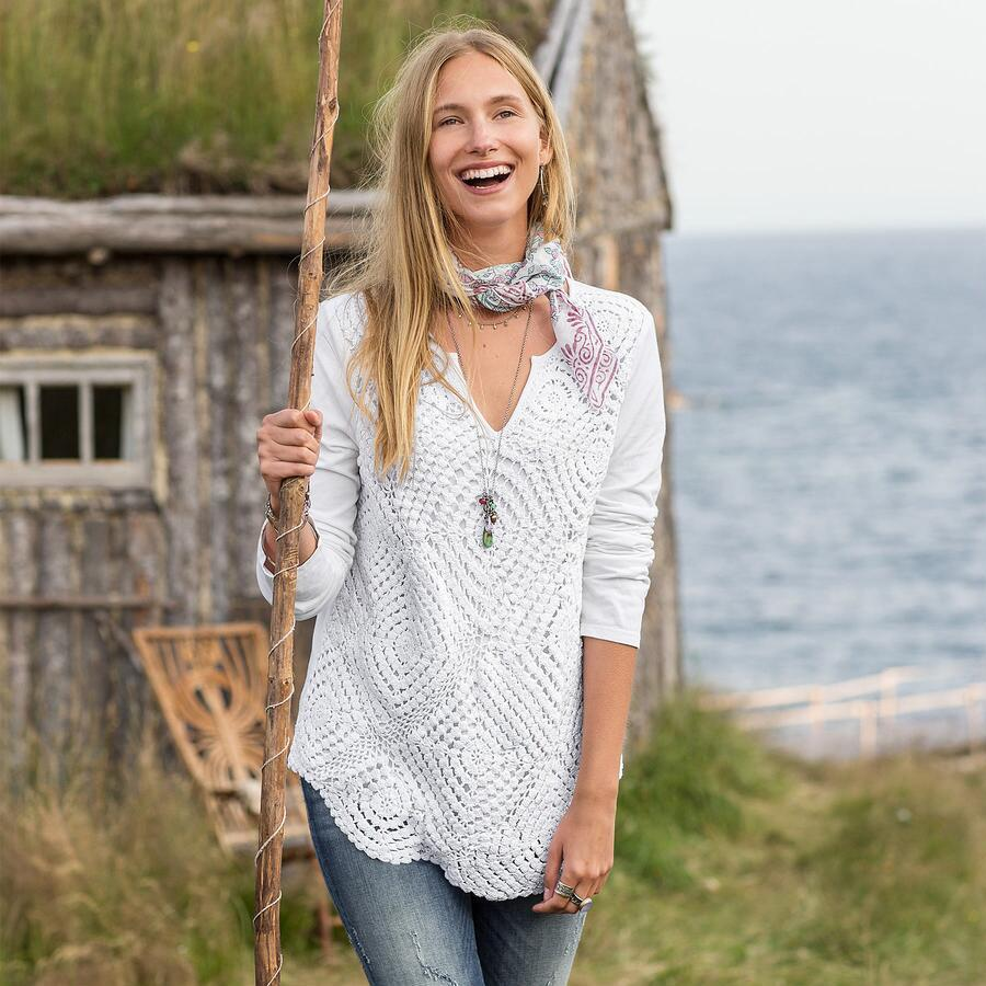 CROCHET PATCH KNIT PULLOVER
