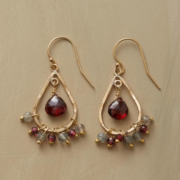 RAINING GARNET EARRINGS