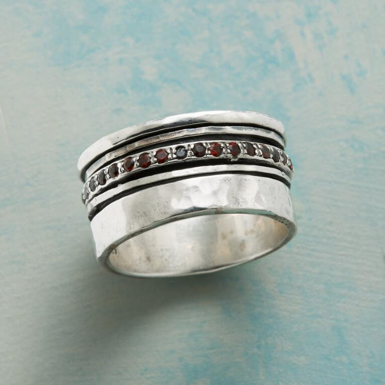 TINY KISSES RING