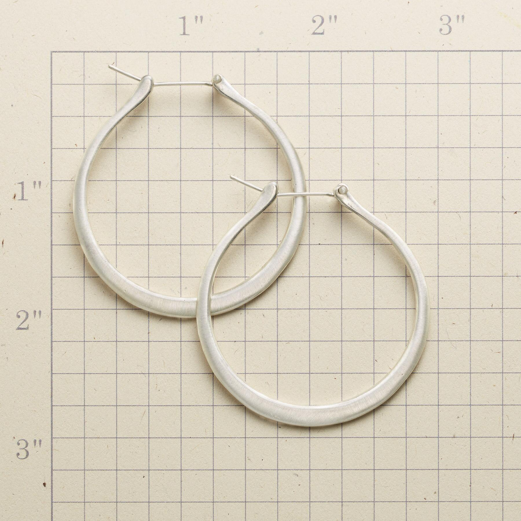 VERSA HOOP EARRINGS: View 2