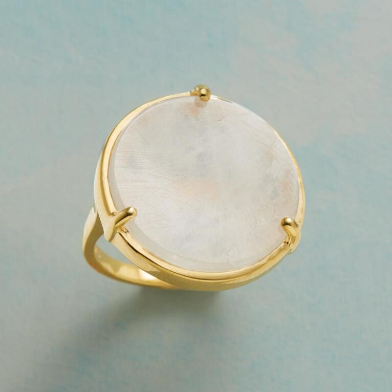 FOCUS MOONSTONE RING