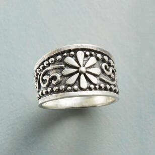 DAISY GIRL RING
