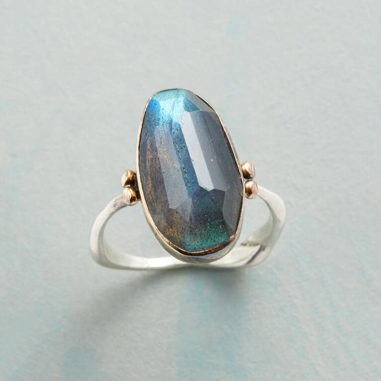 LOFTY LABRADORITE RING
