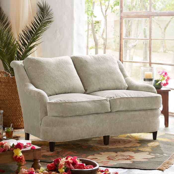 AVENUES VELVET LOVESEAT
