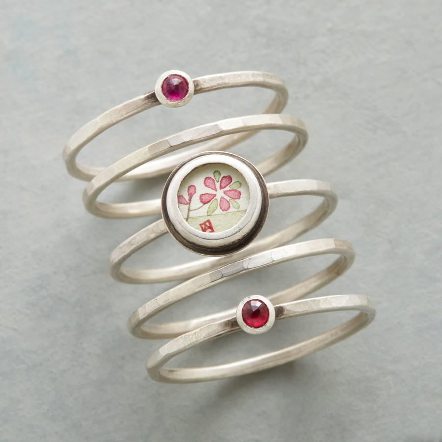PAINTED PLUM BLOSSOM RING SET