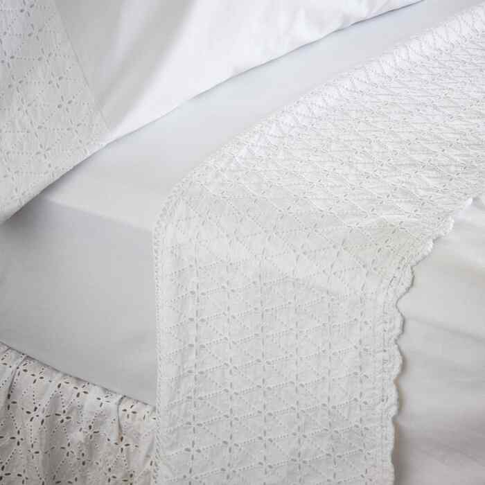 ELYSIA EYELET SHEET SET