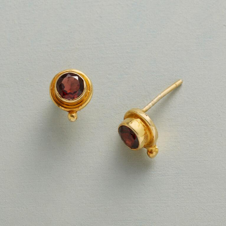 DOTTED GARNET EARRINGS