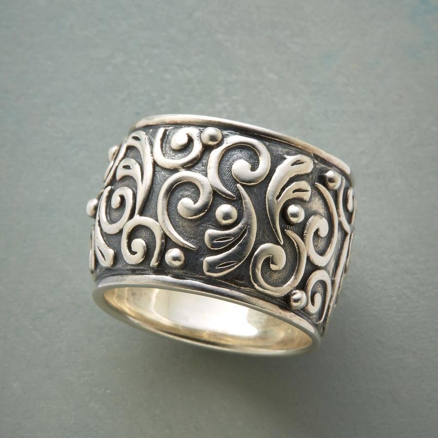 VINEYARD WALL RING