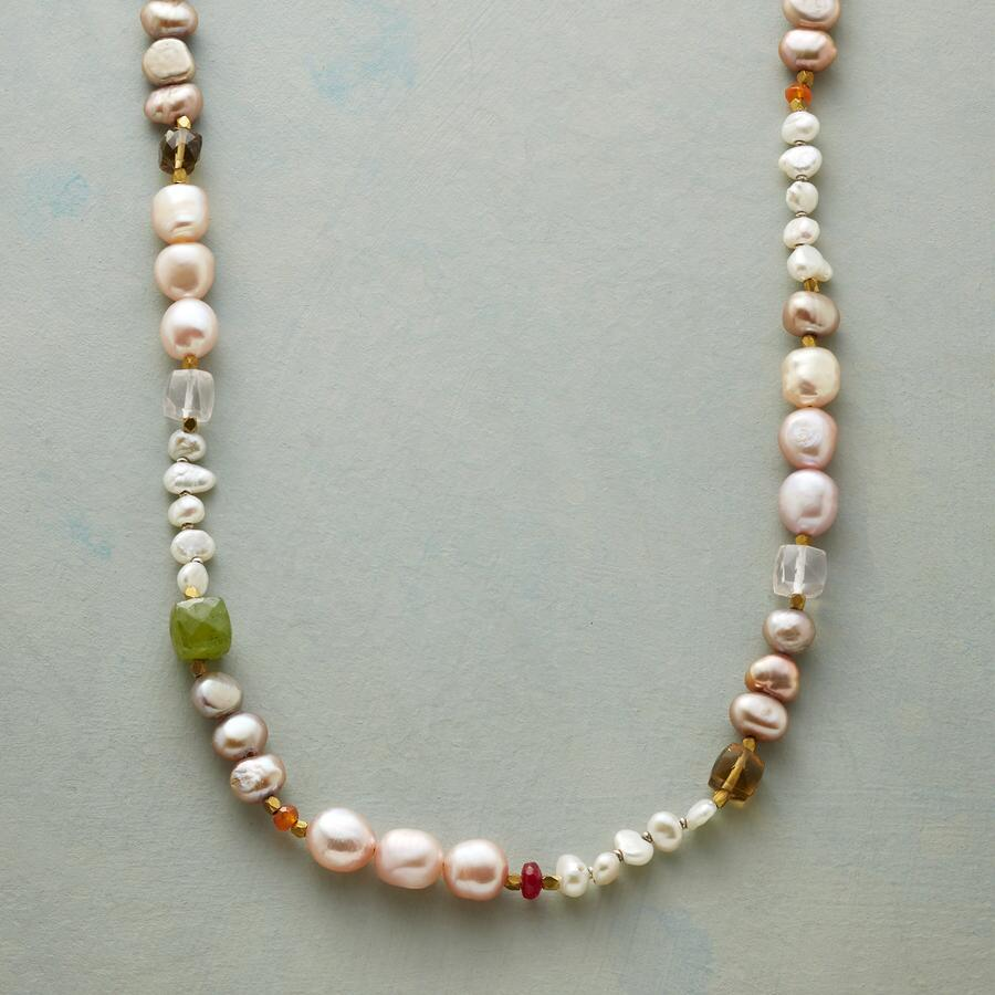 BLUSHED BEAUTY NECKLACE