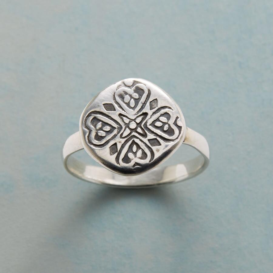LUCKY HEARTS RING
