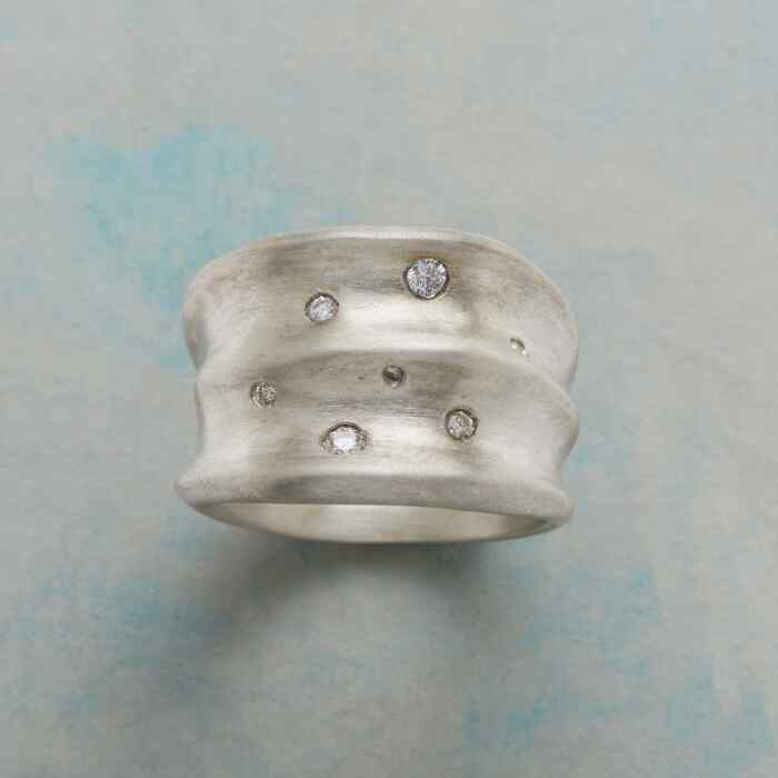 DIAMOND WAVES RING