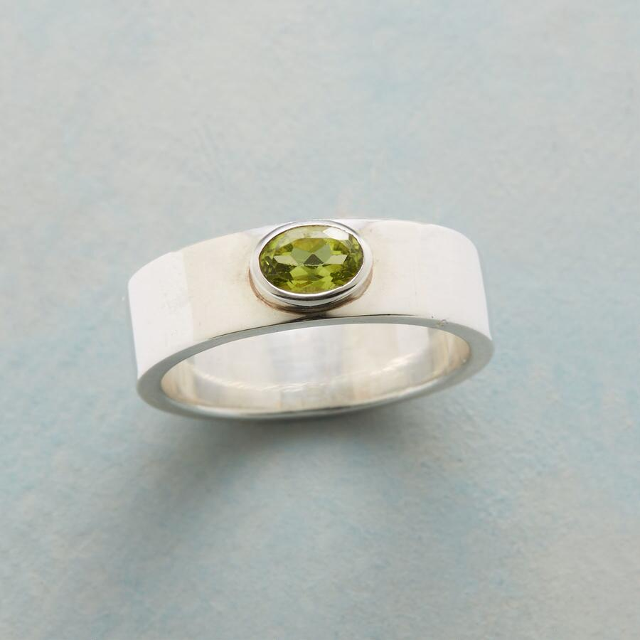 PERIDOT LIMELIGHT RING