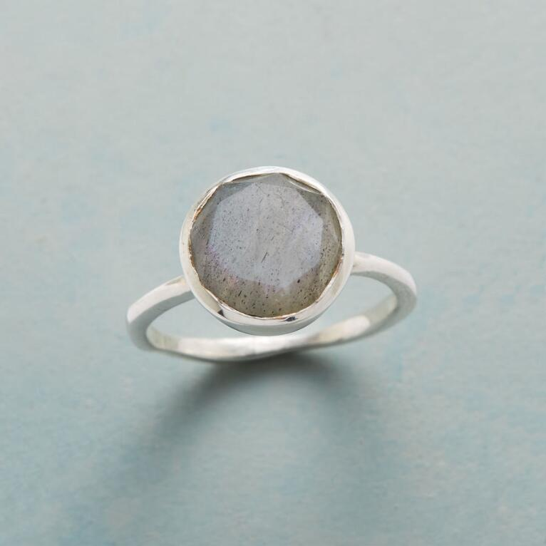 GLASSY GRAY RING