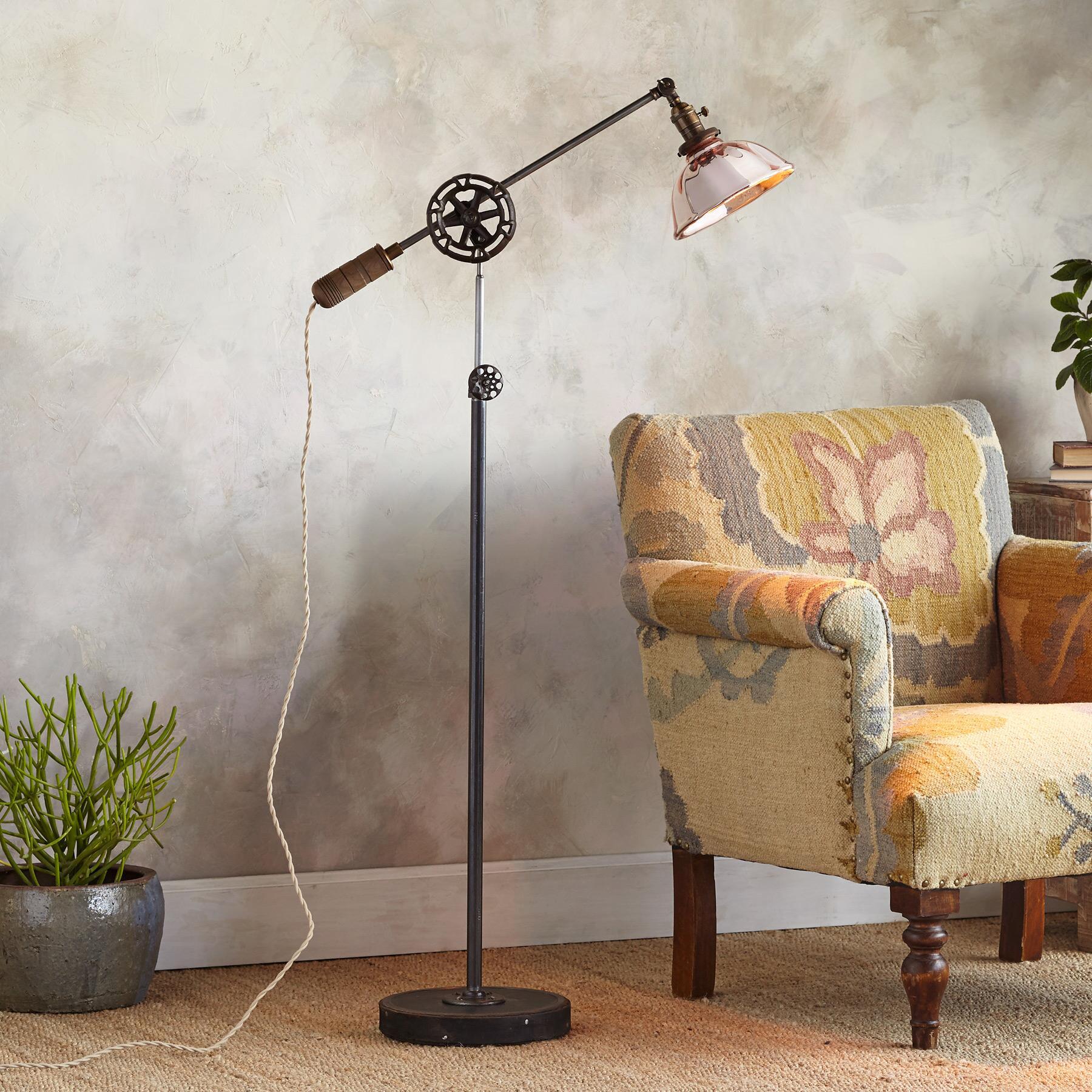 COLUMBUS FLOOR LAMP: View 1