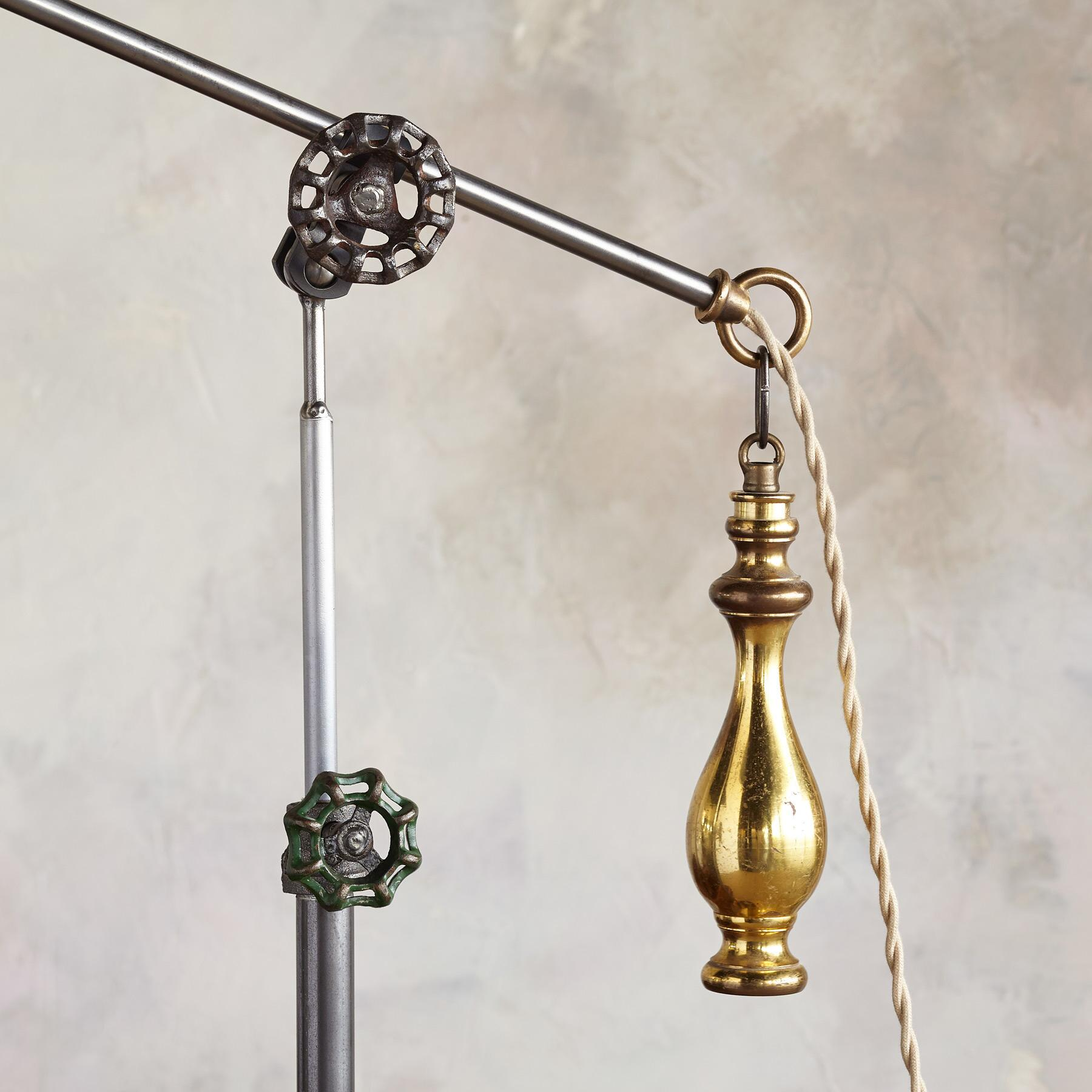 SALEM FLOOR LAMP: View 3