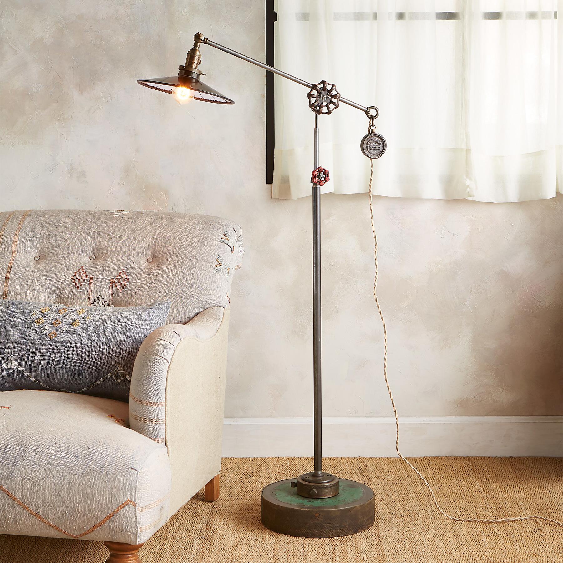 HARRISBURG FLOOR LAMP: View 1