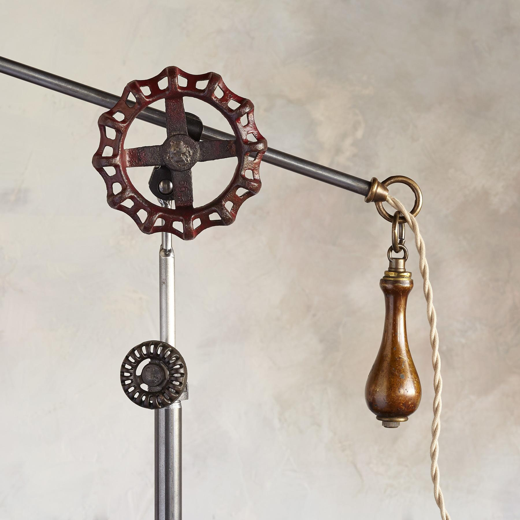 CHARLESTON FLOOR LAMP: View 3