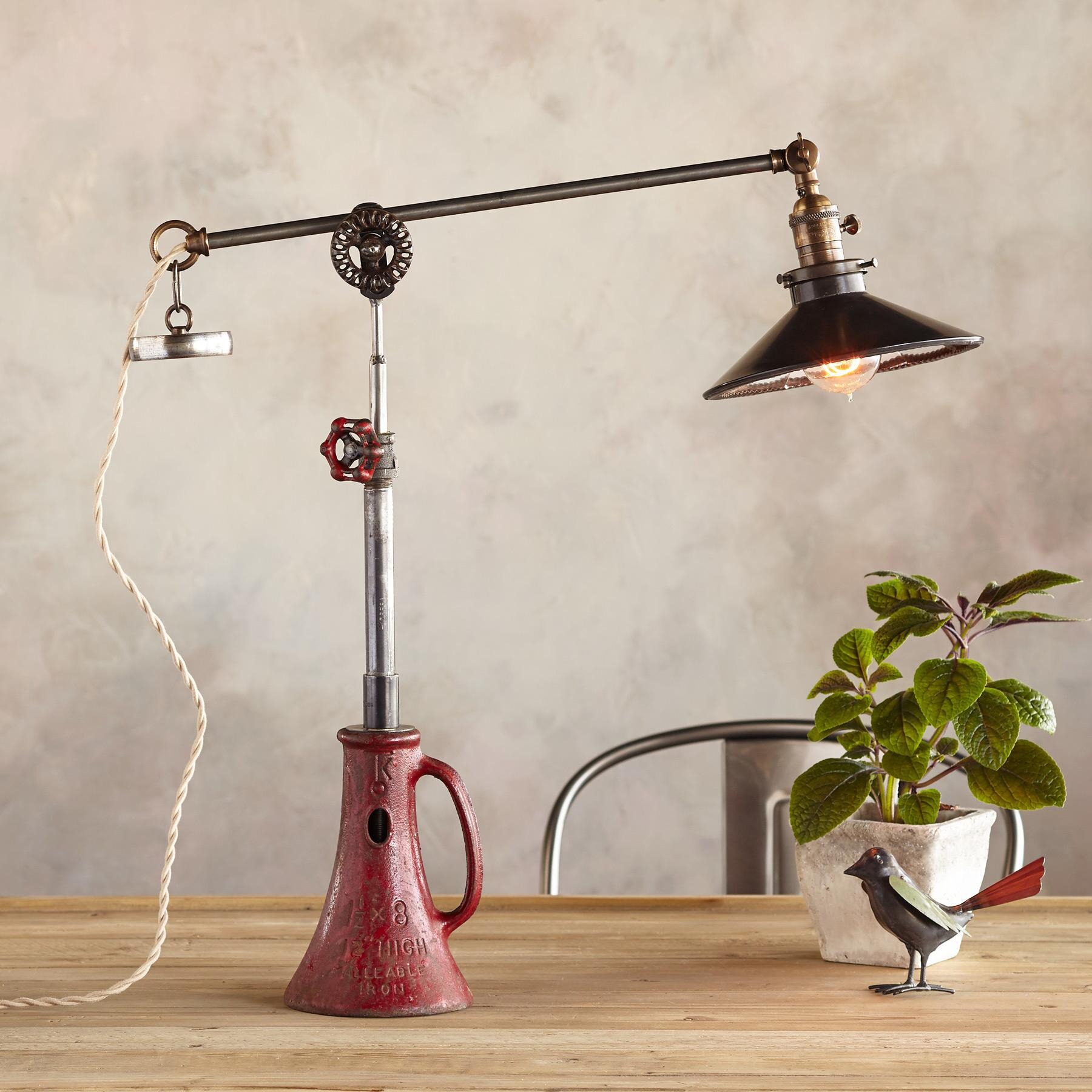 BROOKLYN TABLE LAMP: View 1