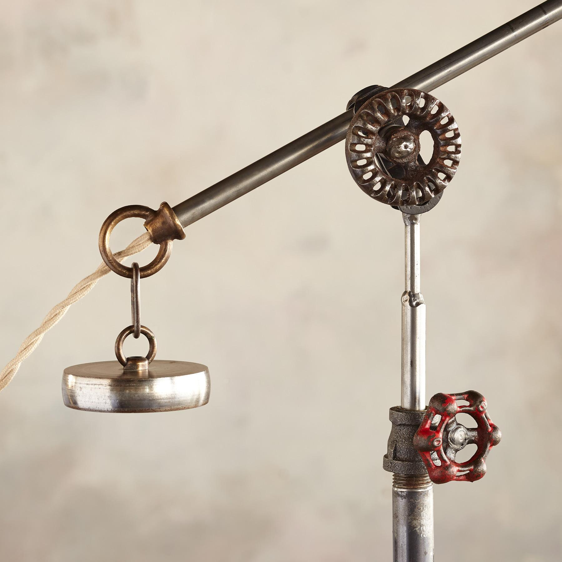 BROOKLYN TABLE LAMP: View 3