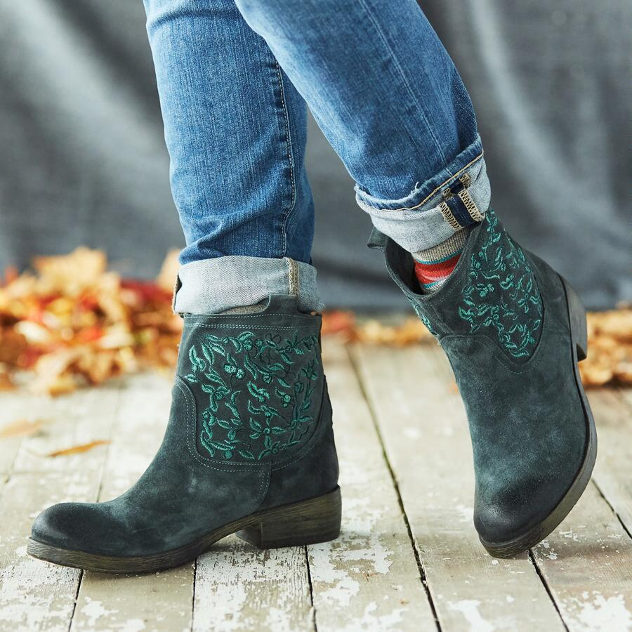 AGATE BOOTS