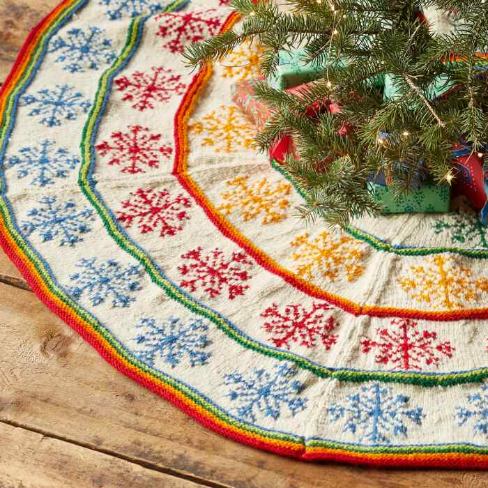 HEIRLOOM COLORFUL SNOWFLAKE TREE SKIRT