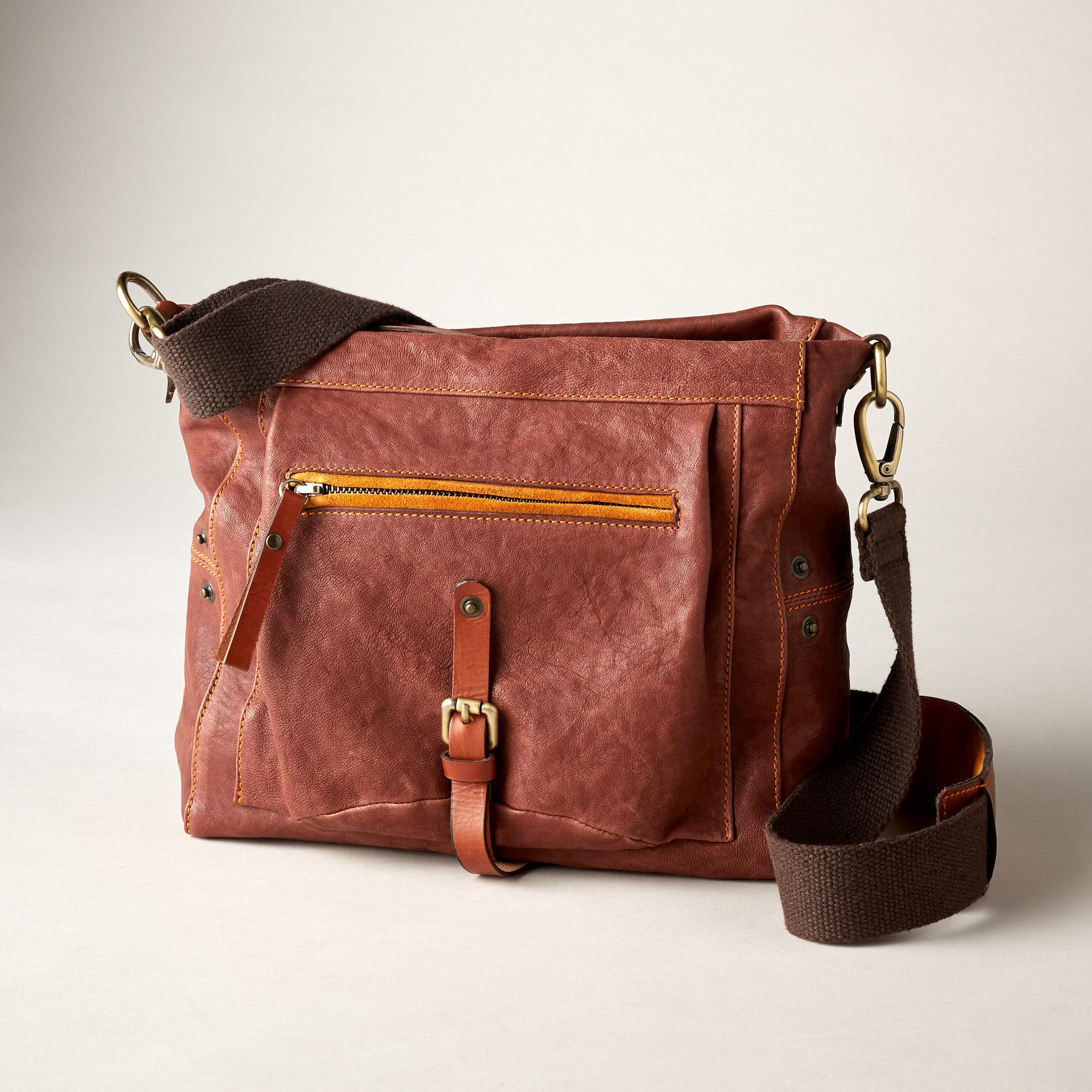 BANYAN CROSSBODY BAG: View 1