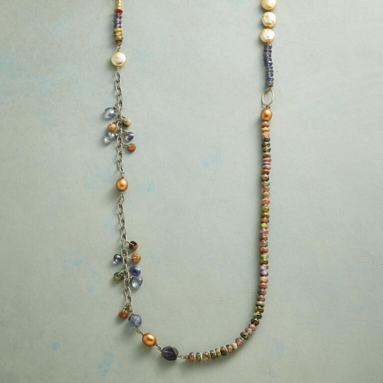 AMONG PEARLS NECKLACE