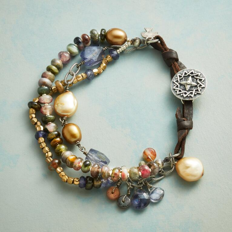 AMONG PEARLS BRACELET