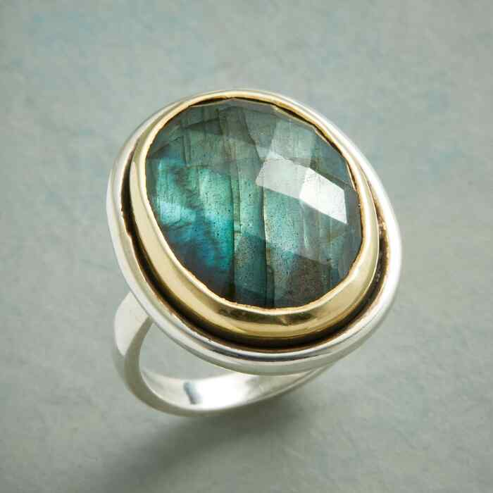 GRAND LABRADORITE RING