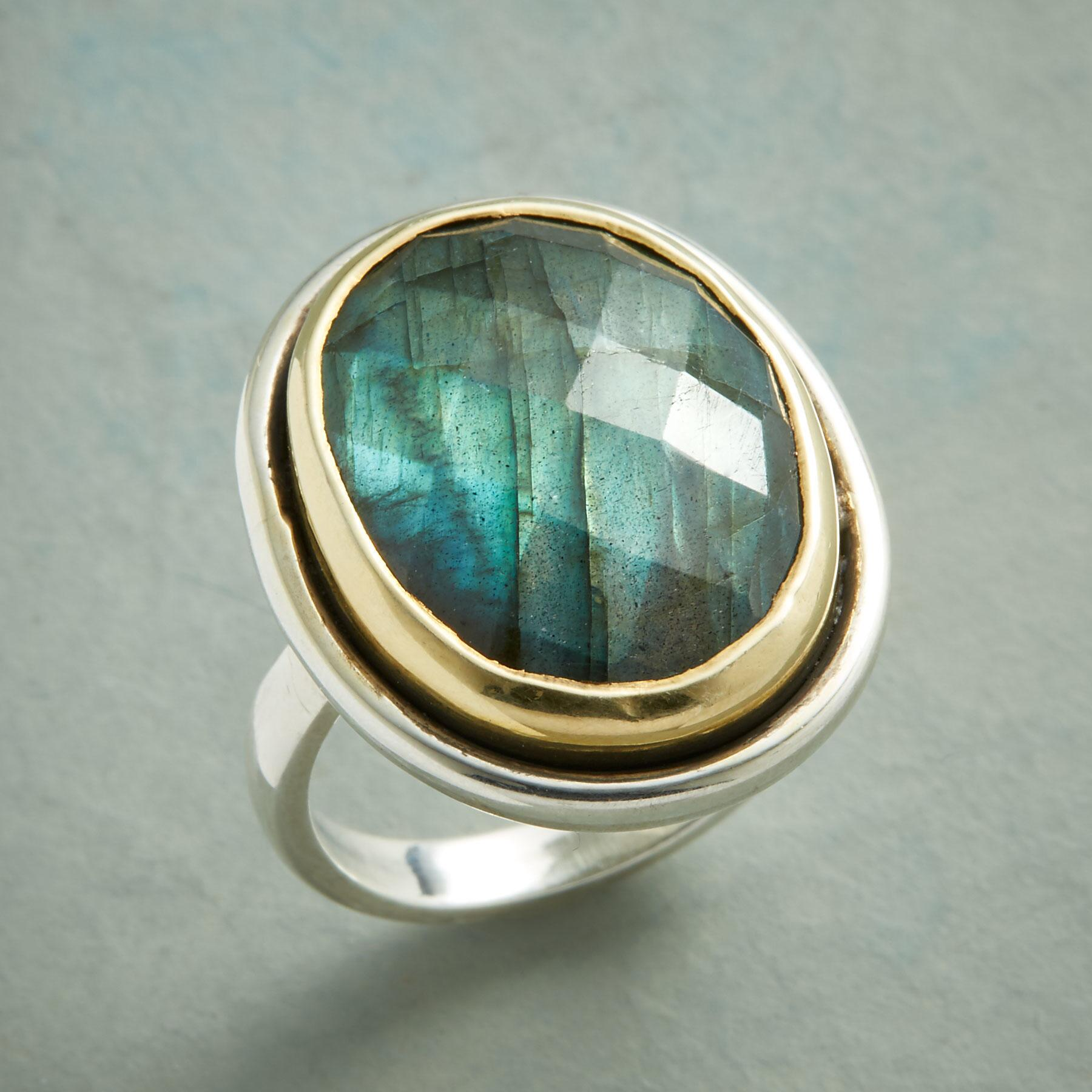 GRAND LABRADORITE RING: View 1