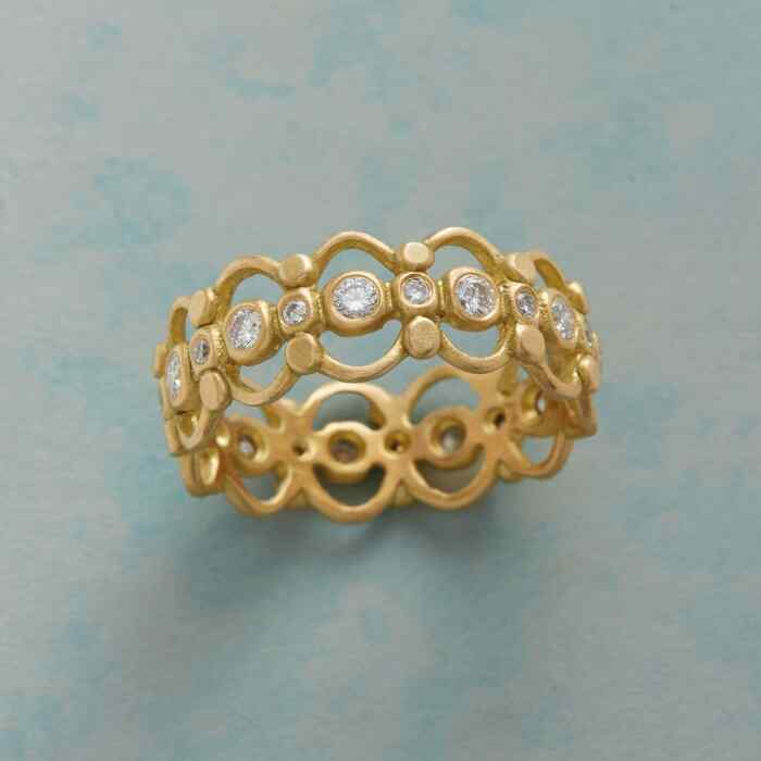 DIAMOND LATTICE BAND RING