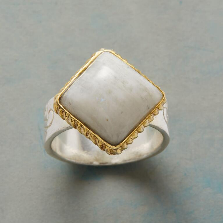 MARBLED CAPSTONE RING