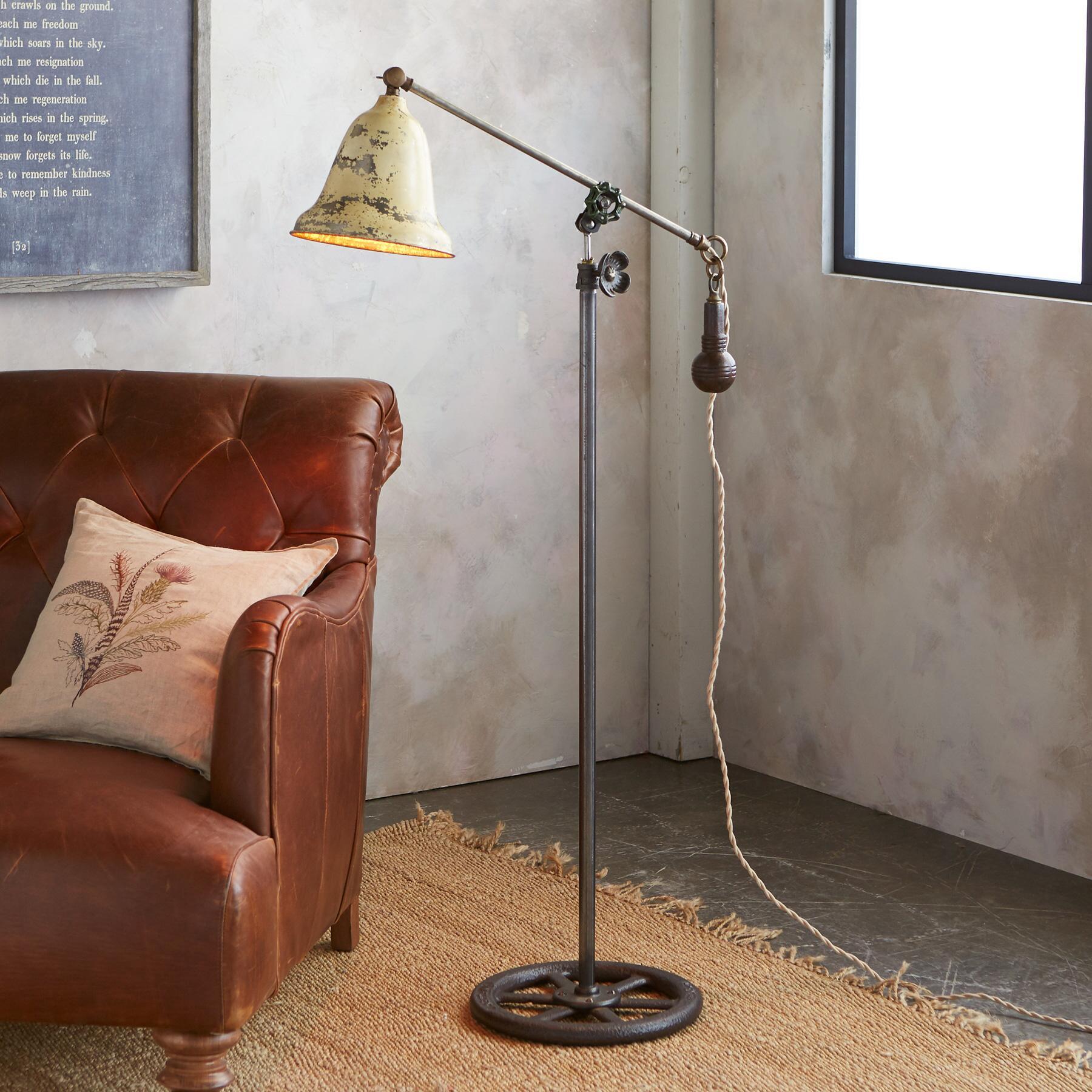 BALTIMORE FLOOR LAMP: View 1