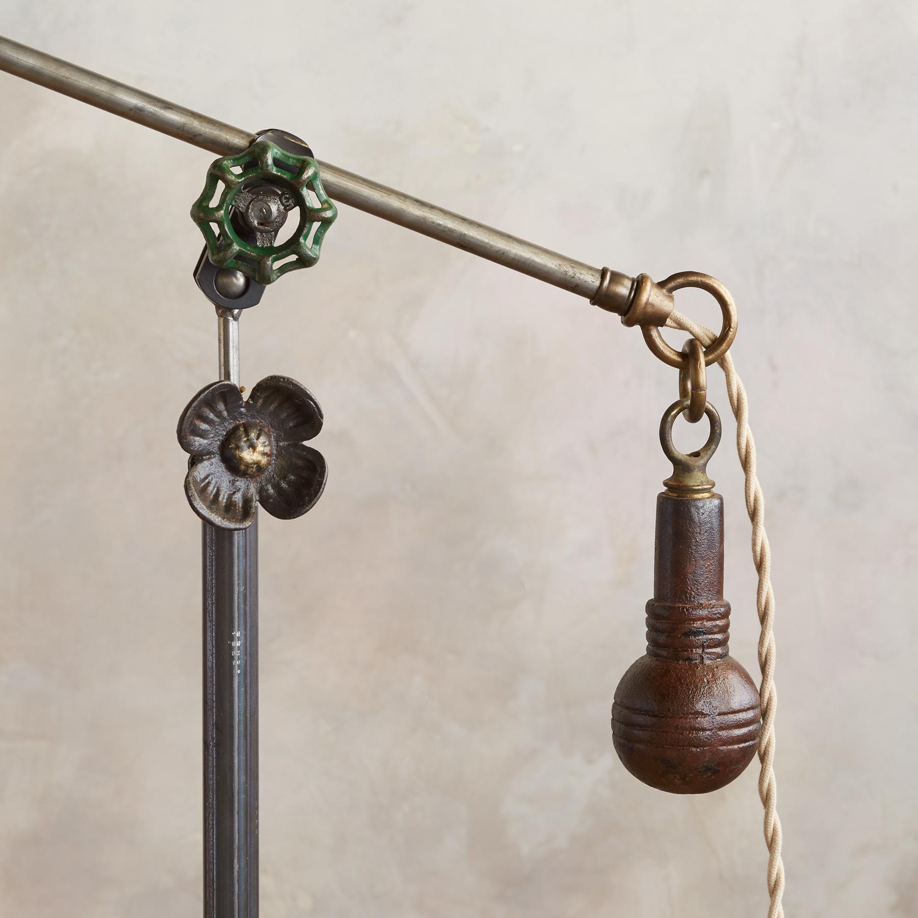 BALTIMORE FLOOR LAMP: View 3