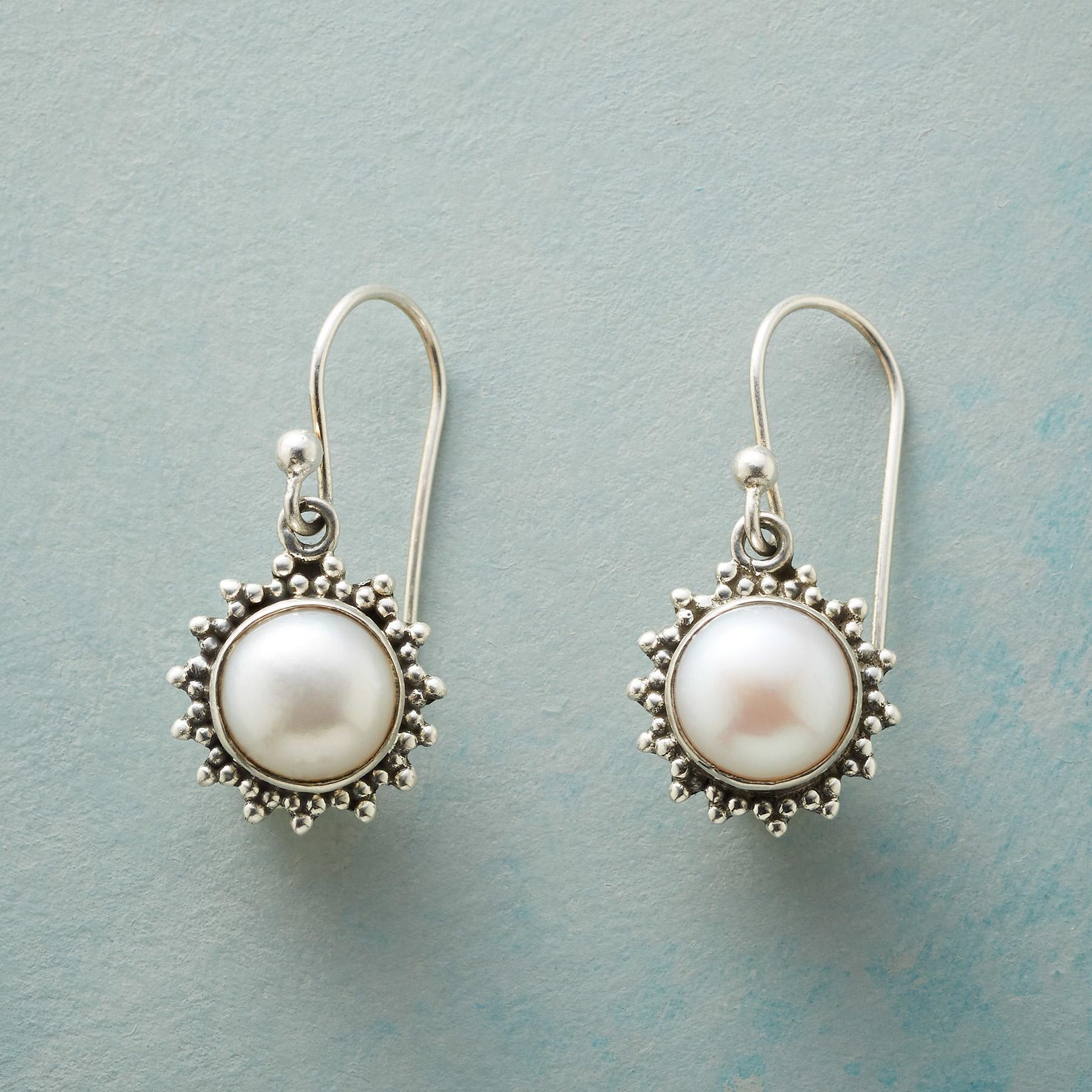 PEARL STARBURST EARRINGS: View 1