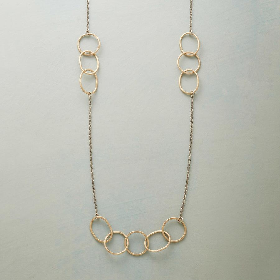 LINKING RINGS NECKLACE