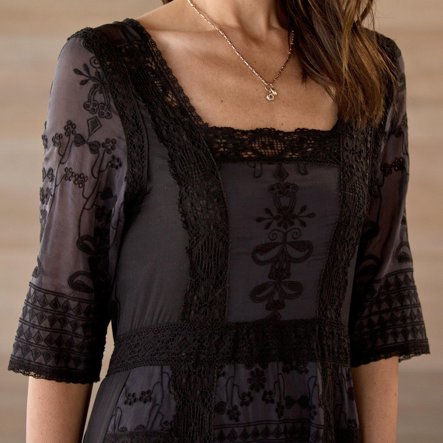 EMBROIDERED LACE DRESS: View 3