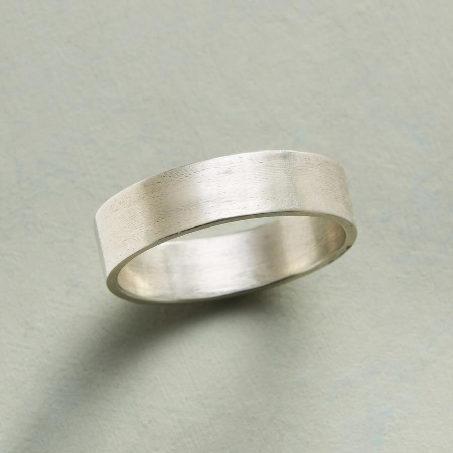ESSENCE OF STERLING BAND RING