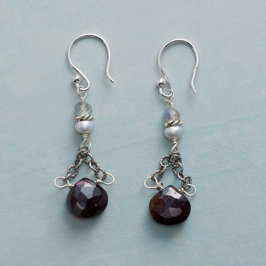 GARNET TRAPEZE EARRINGS