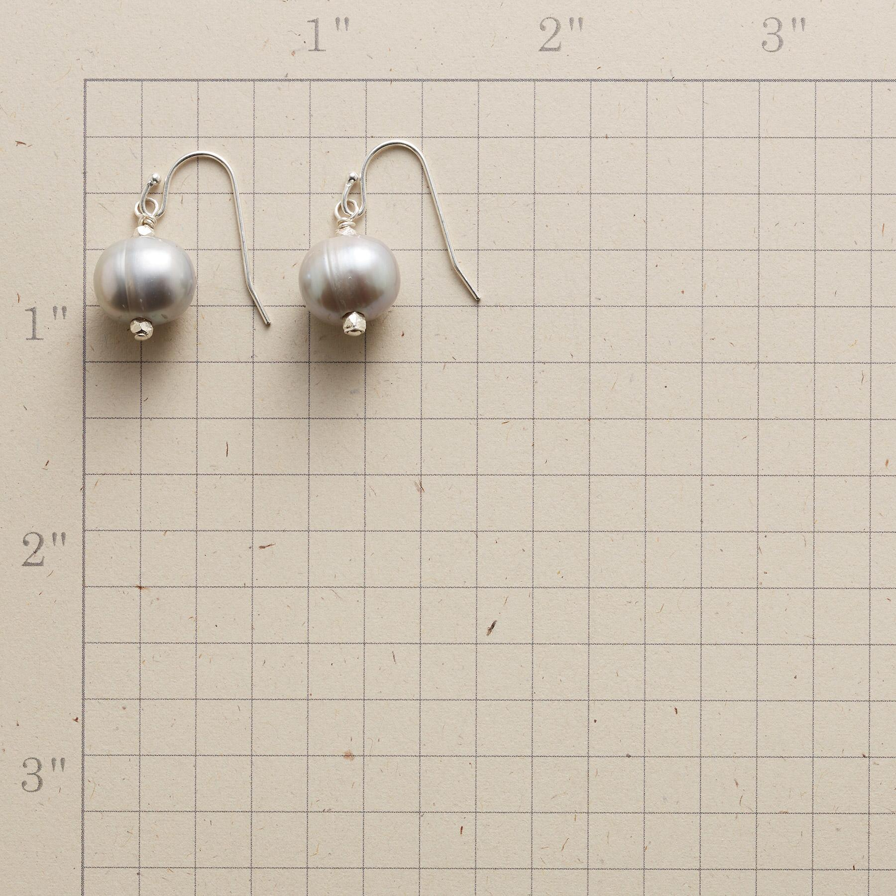 SIMPLE GRACE EARRINGS: View 2