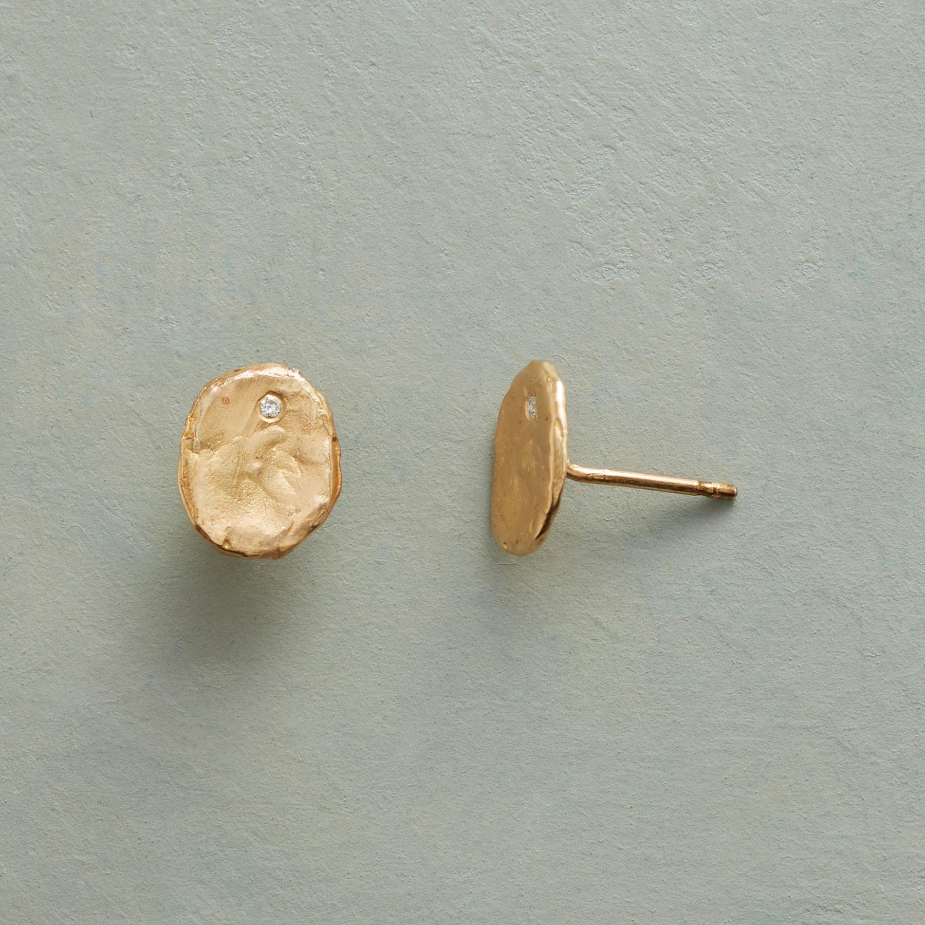 DIAMOND OYSTER EARRINGS: View 1