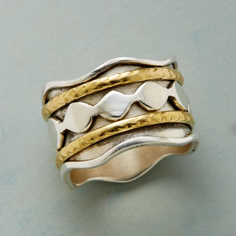 WAVE RUNNER RING