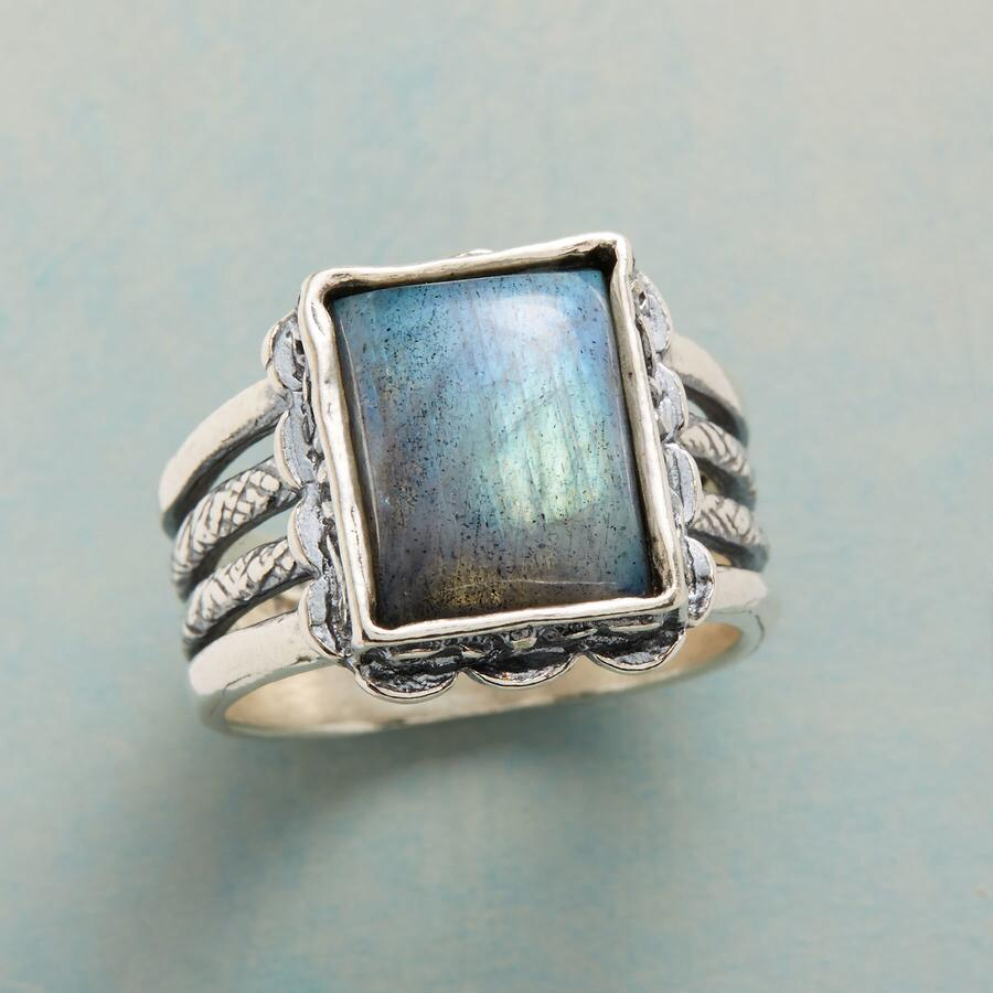 MAGICAL LABRADORITE RING