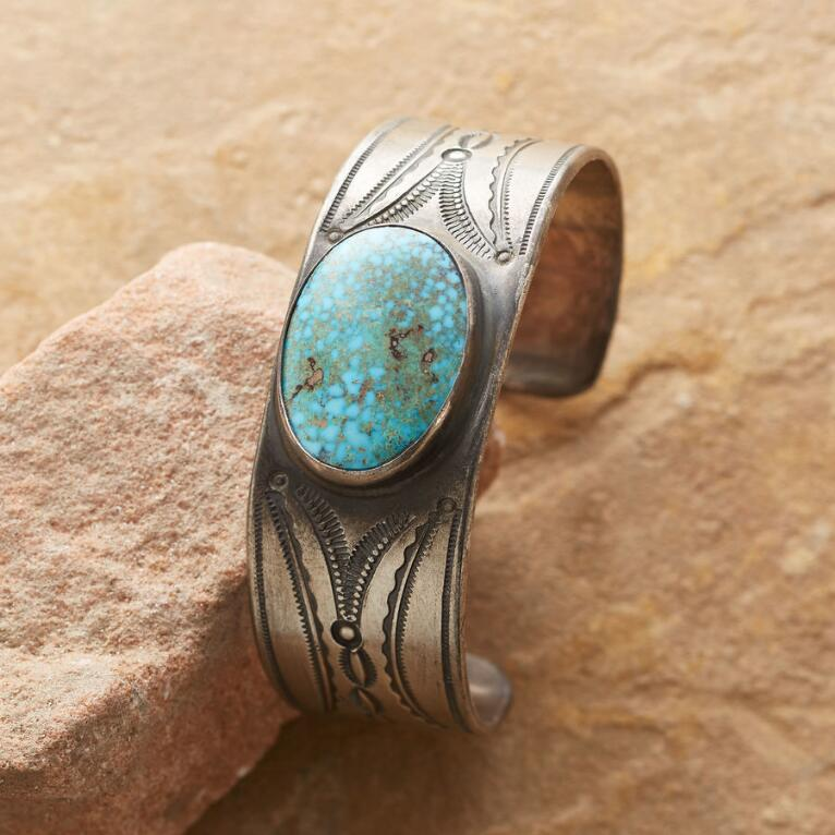 KINGMAN CENTER STONE TURQUOISE CUFF
