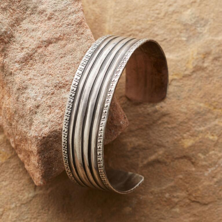 1940'S BANDED CUFF