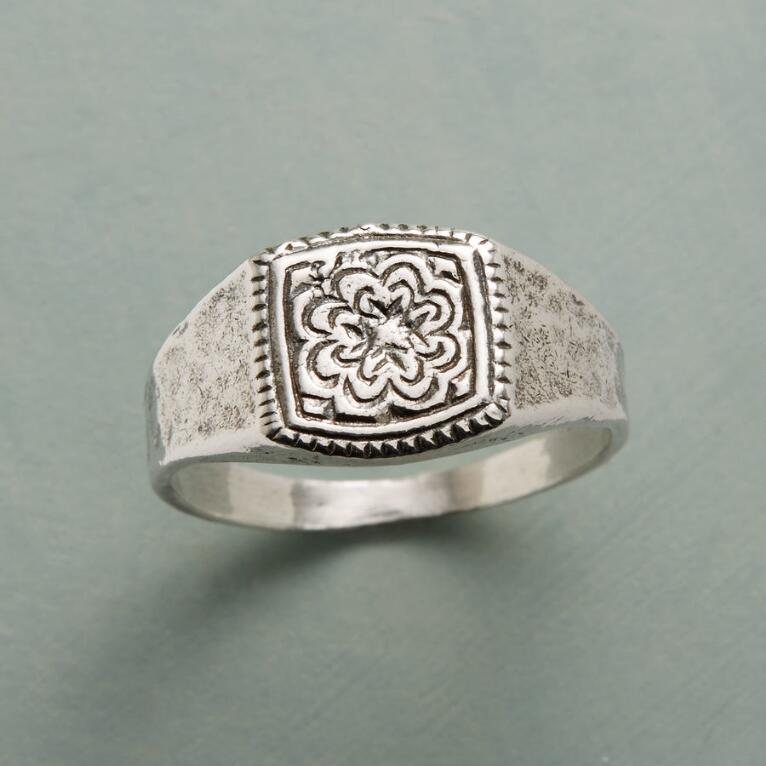 BLOSSOMING SIGNET RING