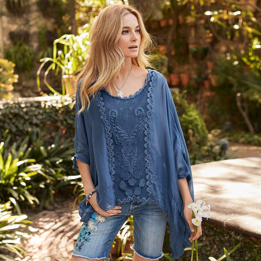 STORIED CHARMS TOP