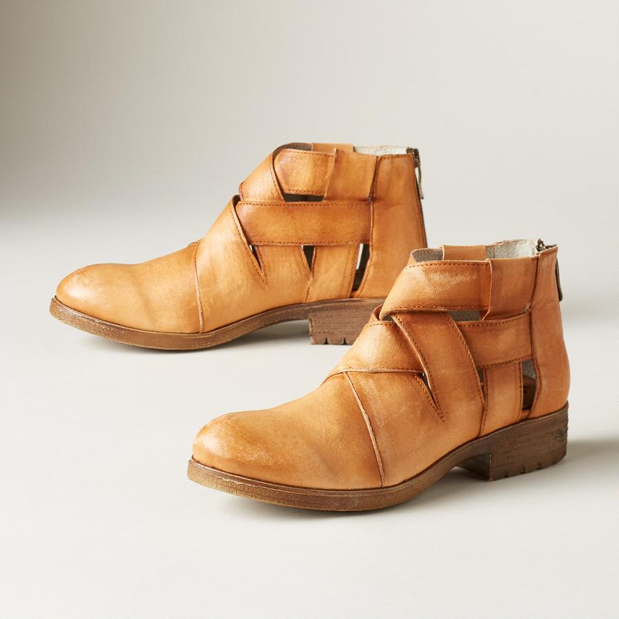 WINDING WAY BOOTS