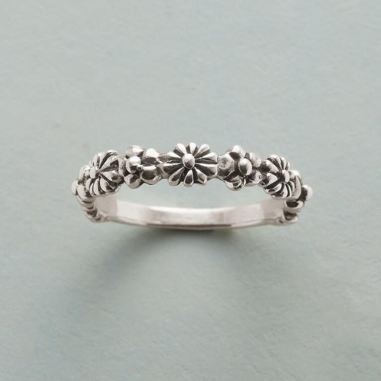 CHAIN OF FLOWERS RING