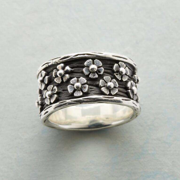 FLOWERS ALL AROUND RING
